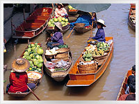 Traders on the floating market in Bangkok, Thailand