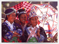 kids in traditional vietnamese costume