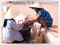 women traders at a vietnamese market