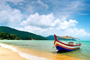 beach-scene-in-penang-malaysia-51453229